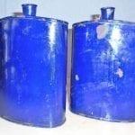 blauwe ijzeren fles