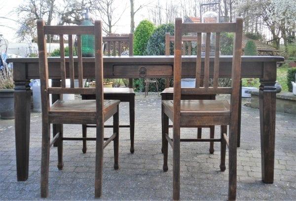 koloniale tafel 1.65 x 0.92.JPG met 4 stoelen 2