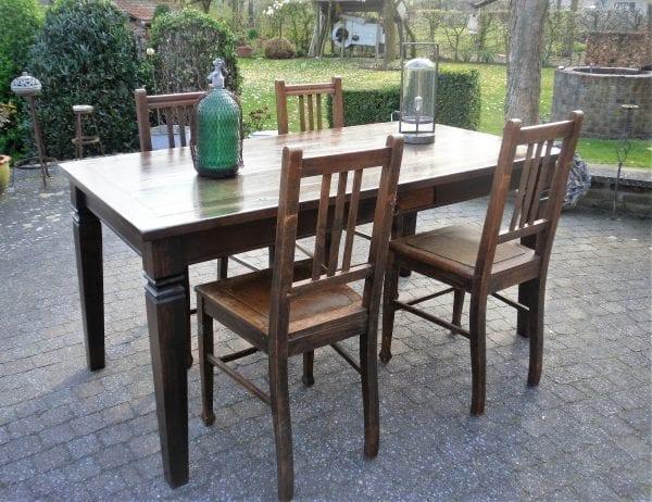 koloniale tafel 1.65 x 0.92.JPG met 4 stoelen