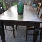 koloniale tafel met 4 stoelen